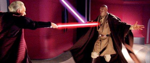 El maestro Mace Windu usa el Vaapad contra Darth Sidious